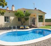 casa y piscina vista