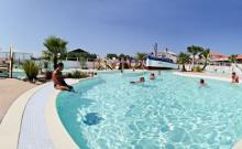 Mobil-home Marina Grand Confort ( 4 adultes + 2 enfants - 16 ans) - Le Camping Ur-Onéa, camping 3*, Camping Qualité, vous invite à Bidart, aux portes de Biarritz et Saint Jean de Luz, à profiter de vos vacances en bord de mer, à 600 m de la plage, et visiter le Pays Basque.