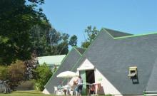 Situé sur parc arboré de 15 ha, le village vacances le Val de Landrouët vous propose 22 gîtes (de 2 à 7 personnes) et sa base de loisirs.