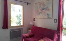 HYERES  villa T2 indépendante dans grand jardin clôturé et arboré dans quartier résidentiel et calme