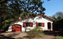 Très agréable villa Basco Landaise des années 50, sur jardin clos, à proximité immédiate des plages.