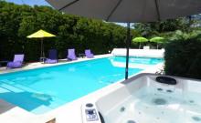 Charme-du 18e-classée 4*-tout confort-piscine privée chauffée et spa-boulodrome-parc éclairé-salle fitness-vue-isolée