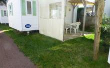 Mobil-home 24 m² - équipés d'un dallage et d'une tonnelle bois.