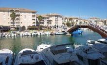 Dans une résidence sécurisée au cœur de Port Fréjus, proche des plages et à 100 m du centre de Thalassothérapie, appartement de type T2 avec terrasse d'environ 9 m² donnant sur le port.