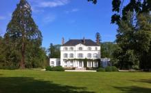 Château, restauré par un architecte, idéal pour se retrouver en famille ou entre amis:  parc, piscine, jacuzzi, billard
