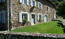 Magnifique batisse au calme dans la nature verdoyante de Haute Loire