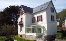 Belle maison début XXème entièrement rénovée à 150 m de la plage. Vue sur mer . Grand jardin indépendant