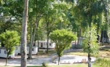 Le camping propose 10 mobil homes tous identiques. Formule idéale et capacité intéressante de couchages pour organiser des évènements en famille ou entre amis en toute sérénité et convivialité.