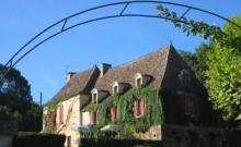 DOMAINE DES FARGUETTES : MANOIR ( 6 chambres ) GITE ( 5 chambres ) PARC de 15 hectares - PISCINE