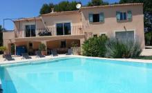 Bastide Provençale  ,14 ha ,grande piscine Parc du Luberon .