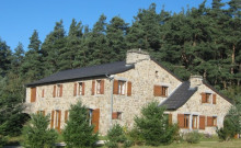 GRANDE et belle maison *** TENCE .  265 m2   13/14 pers. 7 chambres. 4 salles de bains. Cheminée. Pleine nature