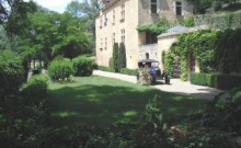 joli gîte avec  piscine dans beau parc de château