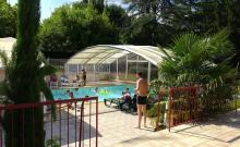 Avec ses 40 emplacements, ses 8 mobil-homes et ses 2 chalets, Le Parc est un camping à taille humaine, classé deux étoiles, le lieu idéal pour venir se ressourcer en Dordogne, au cœur d'une nature luxuriante, entre vallons et châtaigneraies.