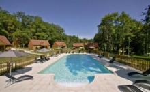 Le Hameau de la Borie, hameau de gîtes autour d'une grande piscine, à quelques km de Sarlat