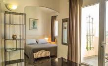 Situés dans la bâtisse principale de la résidence, 3 appartements type F1 de 38 m².
