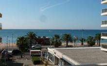 A 50 mètres des plages et des commerces, 2 pièces équipé pour 5 personnes.