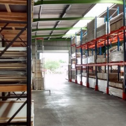 Location Local d'activités Genas 4043 m²