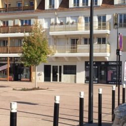 Location Local commercial Tigery 124 m²