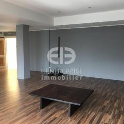 Location Bureau Mougins 75,79 m²