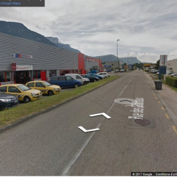 Location Local commercial Saint-Égrève 614 m²