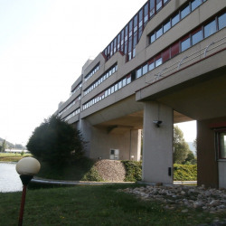 Location Local commercial Ampuis 848 m²