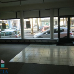 Location Local commercial Lorient 67 m²
