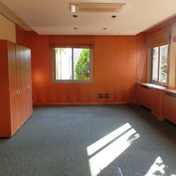 Location Local commercial Barjouville 255 m²