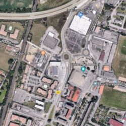 Location Local commercial Muret 242 m²