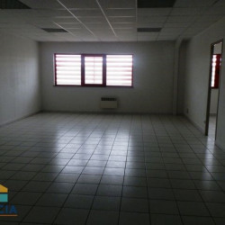 Location Local commercial Mainvilliers 102 m²