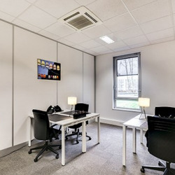 Location Bureau Villepinte 72 m²