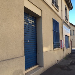 Location Local commercial Bron 30 m²