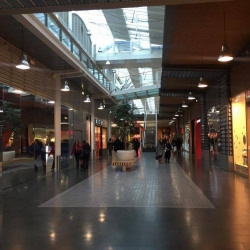 Location Local commercial Aubervilliers 98 m²