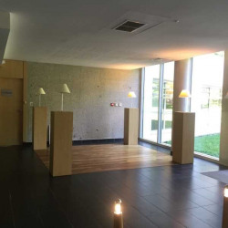 Location Bureau Écully 562,09 m²
