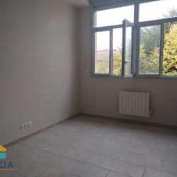 Location Local commercial Montluel 90 m²