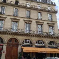 Location Bureau Paris 1er 221 m²