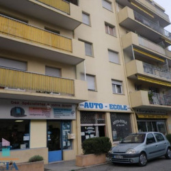Location Local commercial Antibes 30 m²