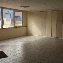 Location Local commercial Montrabé 200 m²