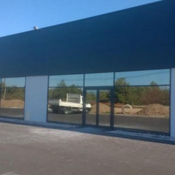 Location Local commercial Roussillon 200 m²