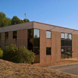 Location Bureau Saint-Clément-de-Rivière 670 m²