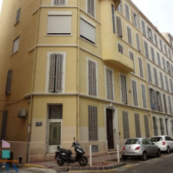 Location Local commercial Toulon 121 m²