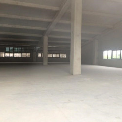 Location Local commercial Saint-Laurent-du-Var 915 m²
