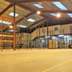 Location Local d'activités Saint-Laurent-du-Pape 2550 m²