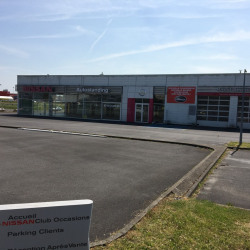 Location Local commercial Férin 920 m²