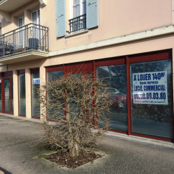 Location Local commercial Melun 143 m²