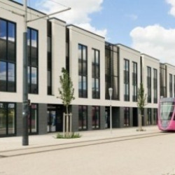 Location Local commercial Bezannes 4880 m²