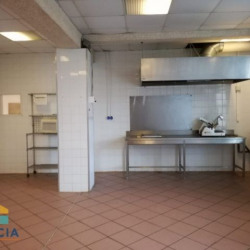 Location Local commercial Osny 200 m²