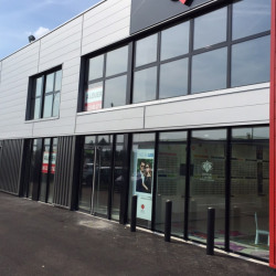 Location Local commercial Mions 296 m²