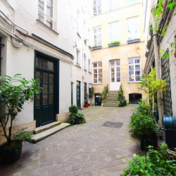 Location Local commercial Paris 1er 57 m²