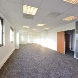 Location Local commercial Osny 97 m²