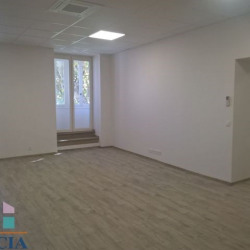 Location Local commercial Béziers 92 m²